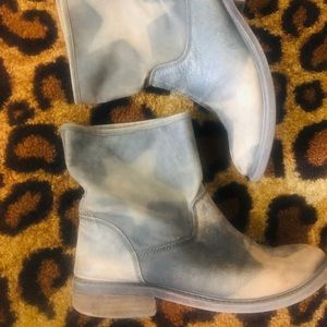 Darling distressed Moto boots with star details